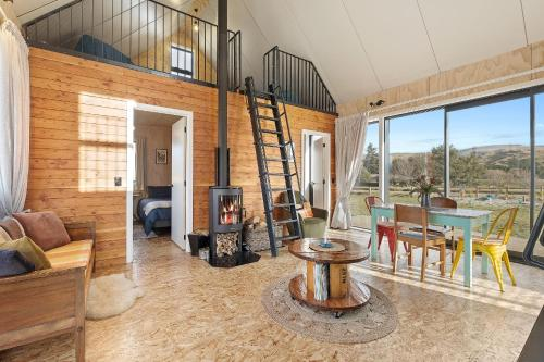 Shipping Container Cabin by the Clutha - Chalet - Millers Flat