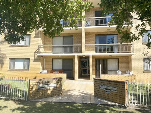 . Sands Court on Boyd, Top floor 2 bedroom unit, seconds from the beach!