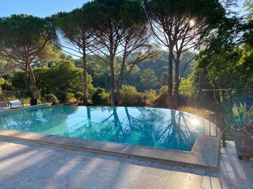 Guest House Encantada - Pension de famille - Nîmes