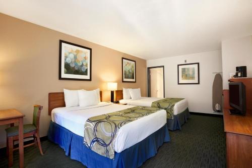 Days Inn by Wyndham Encinitas Moonlight Beach - Encinitas, CA CA 92024