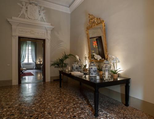 Via Del Moro 15, Florence, 50123, Italy.