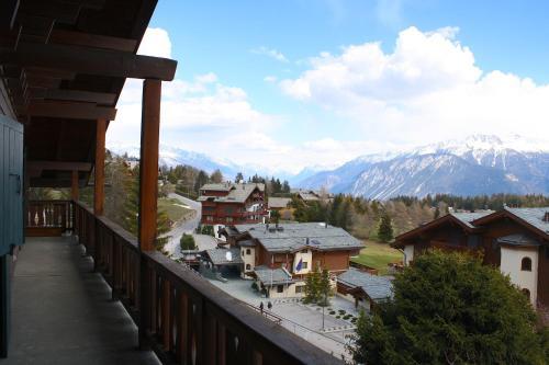 Spacious & Central for up to 12 guest, Chalet Haut-Praz - Crans-Montana