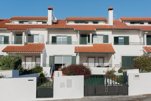 Gelfa Beach House - Photo 8 of 45