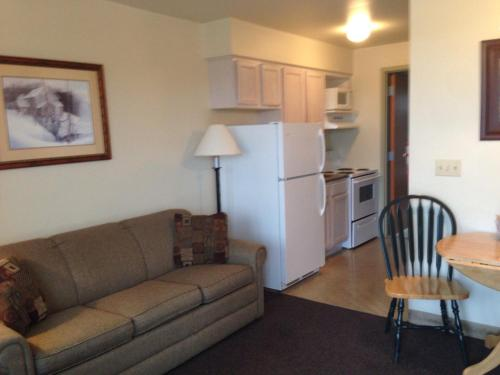 All Suites Inn Budget Host - Lewisburg, PA 17837