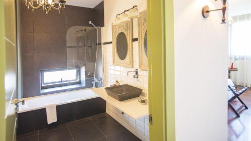 Superior Double Room with Terrace - single occupancy Hotel Quinta de San Amaro 20