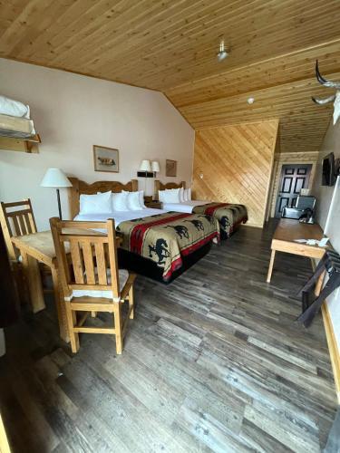 The Longhorn Ranch Lodge & RV Resort - Accommodation - Dubois