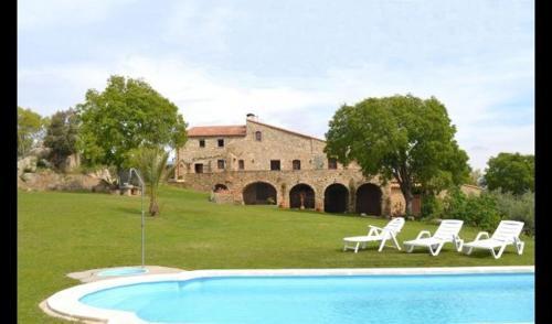 Villa in la Jonquera Sleeps 8 with Pool - Accommodation - La Jonquera