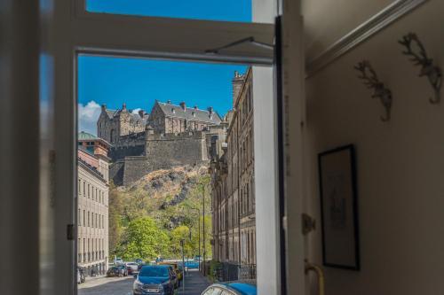 Luxury Apartment with Stunning Castle View - Edinburgh