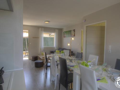 . Appartement Pérouges, 5 pièces, 10 personnes - FR-1-493-245
