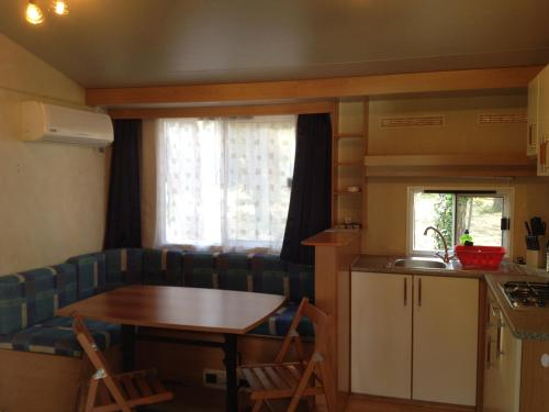 Standard Mobile Home (5 adults)