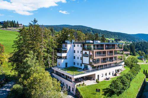 Apartment Hotel Christine - Accommodation - Avelengo