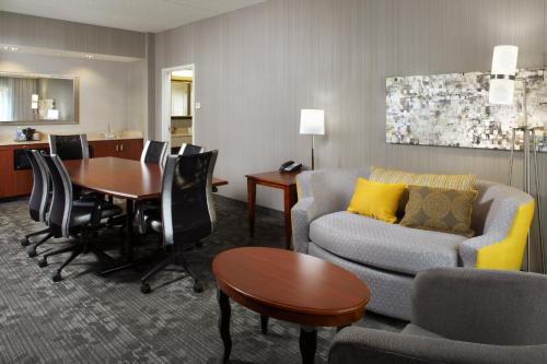 Courtyard By Marriott Pittsburgh Shadyside Hotel in PA
