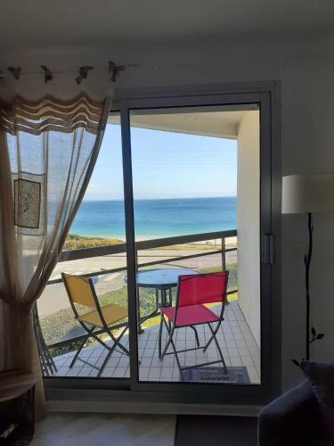 . Appartement d'une chambre a Quiberon avec magnifique vue sur la mer balcon amenage et WiFi a 50 m de la plage