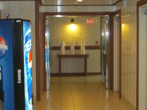 Queen Bee Hotel, Winnipeg  Reservations online