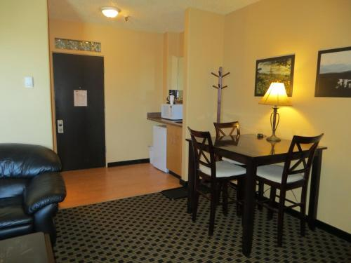 Athabasca Valley Inn & Suites - Hinton, AB T7V 2A5