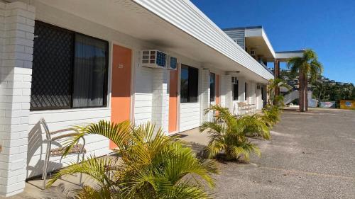 . Shoredrive Motel