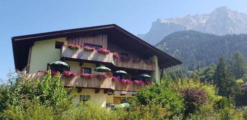 Gästehaus Schoeneweiß - Apartment - Ehrwald