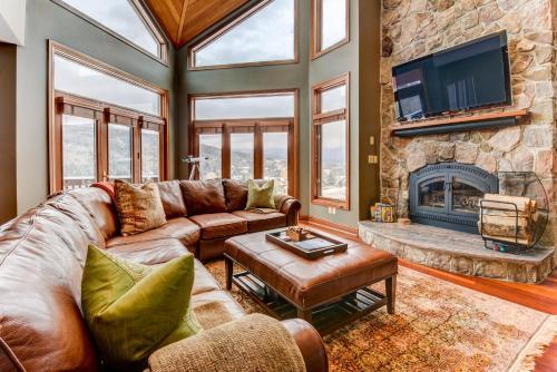 C2 Luxurious townhome, stunning views, AC, stone fireplace, beautiful kitchen STEPS TO SKI TRAIL - Accommodation - Carroll