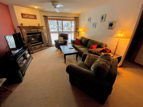 S4 Ski Slope Views! Bretton Woods condo with easy access to Mt Washington, Skiing, White Mountains! - Apartment - Carroll