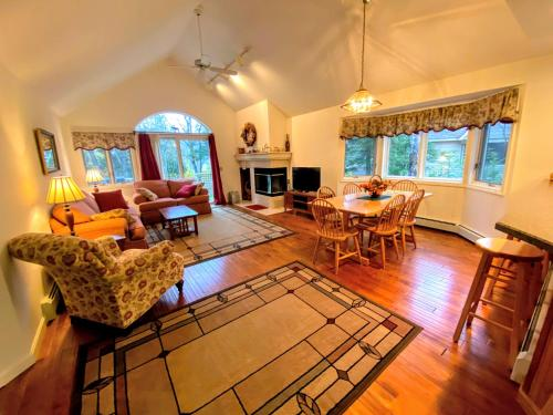 F9 Fairway Village home on the Mt Washington golf course - in the heart of Bretton Woods - Accommodation - Carroll