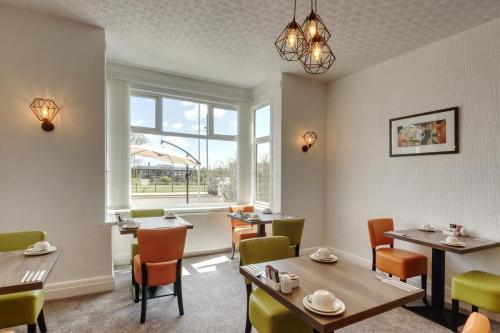 Palm Court, Seafront Accommodation - Photo 7 of 50