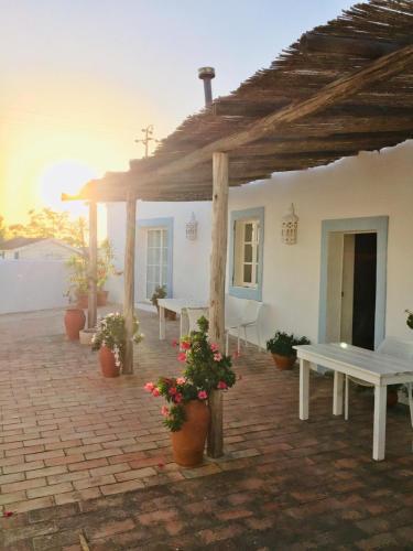 Casa Largo Do Poço Guesthouse - Photo 2 of 42