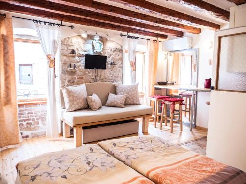 Apartment and Room Mauro, Pension in Split