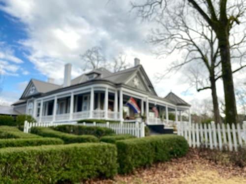 Hogan House Bed and Breakfast at Rose Hill - Accommodation - Hogansville