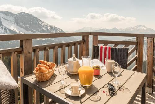 Standard Two-Bedroom Apartment with Balcony - Mountain View (6 People)