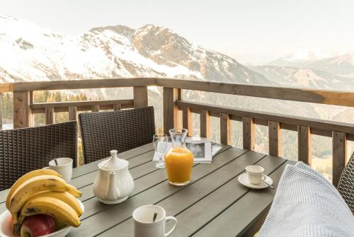 Standard Three-Bedroom Large Apartment with Balcony - Mountain View (8 people)