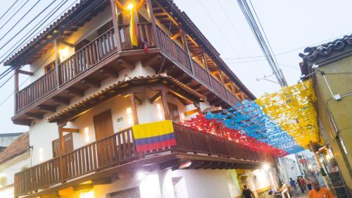 . Casa Centenario