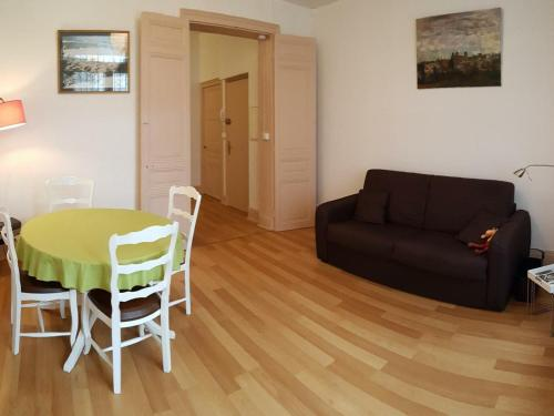 . Appartement Vichy, 2 pièces, 2 personnes - FR-1-489-216