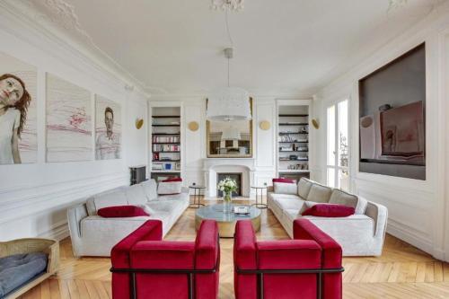 Luxurious Penthouse near Champs Elysées and front of Eiffel Tower Apartment JUINIOR - Location saisonnière - Paris