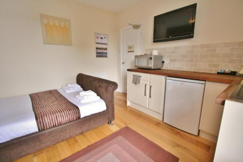 Apartamentos Central Studios Gloucester Road by RoomsBooked