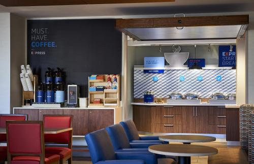 . Holiday Inn Express & Suites - St Peters, an IHG Hotel
