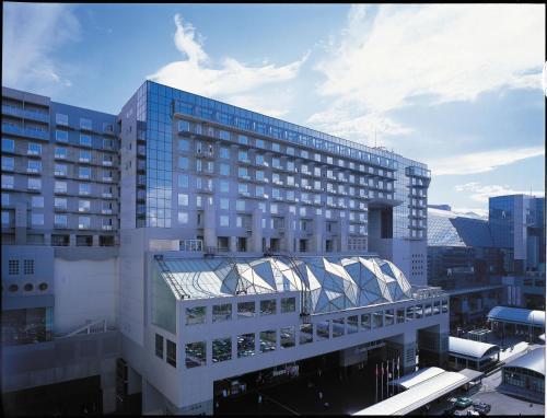 JR Kyoto Station, Karasuma Chuo-guchi, Shiokoji-sagaru, Karasuma-dori, Shimogyo-ku, Kyoto 600-8216, Japan.