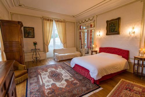 6 Avenue Georges Thoreau, 49400 Saumur, France.