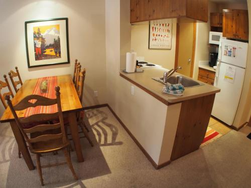 Fireside Lodge #203 By Bear Country - Apartment - Sun Peaks