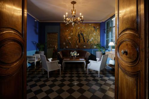 Hôtel De L'Amphithéâtre - Hôtel - Nîmes