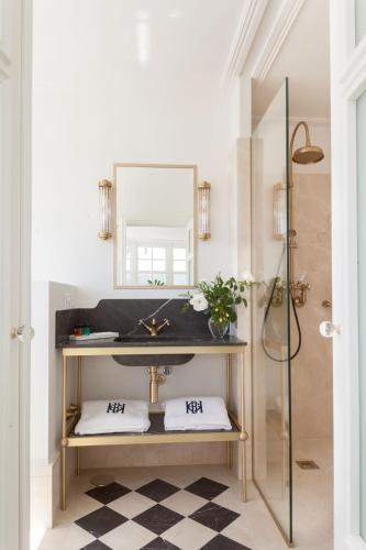 Two-Bedroom Apartment Gran hotel Brillante 2