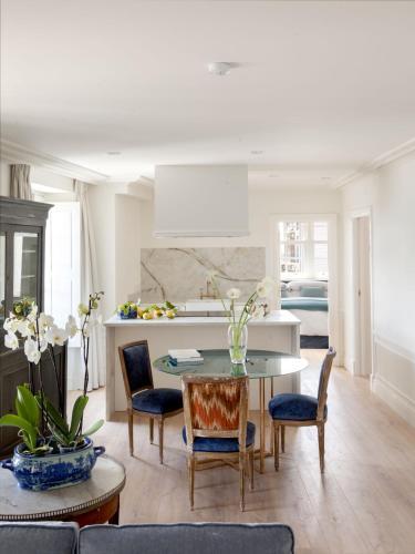 Two-Bedroom Apartment Gran hotel Brillante 5
