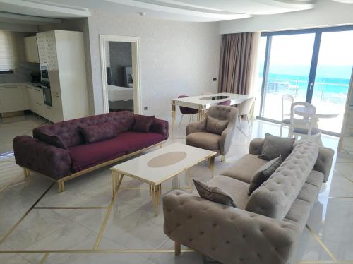 Stylish Home with Shared Pools and Fantastic Sea View near Beach in Alanya - Apartment - Konakli