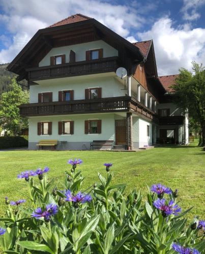 . Haus Schuster