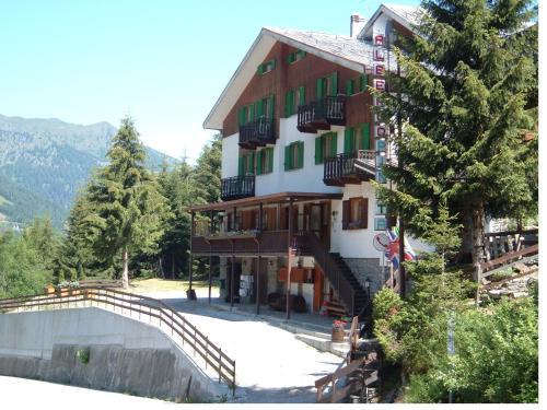 Albergo Pineta - Hotel - Gerola Alta