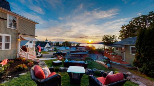 . The Lakeview Inn & Cottages