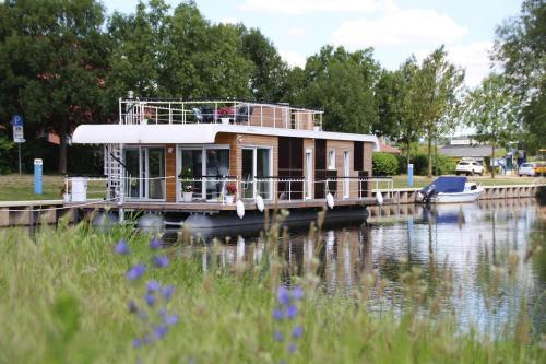 . Houseboat auf der Peene Malchin - DMS02102e-N