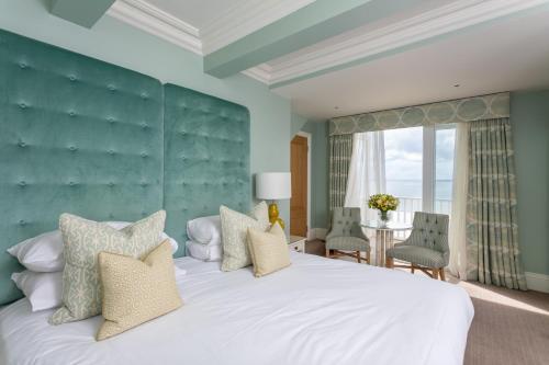 . Roslin Beach Hotel