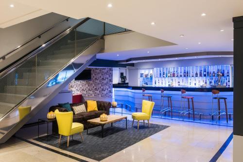 Tryp Madrid Alameda Aeropuerto Hotel - Photo 4 of 43