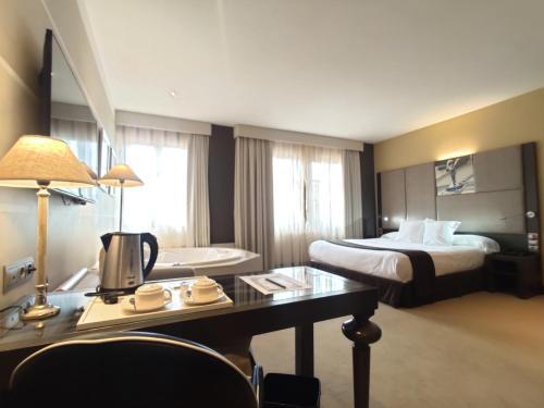Comfort Doppelzimmer mit Whirlpool  Costa Esmeralda Suites 15
