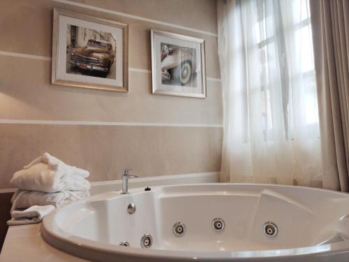 Comfort Doppelzimmer mit Whirlpool  Costa Esmeralda Suites 16